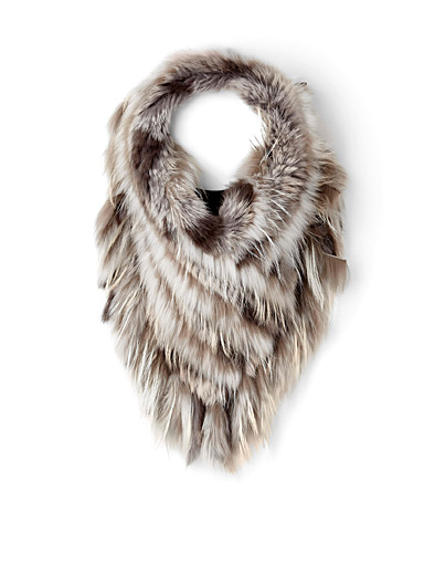 Tapered fur collar