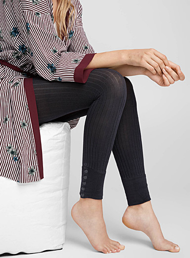 Buttoned ribbed legging