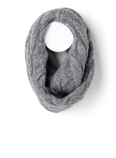 Variegated cables eternity scarf