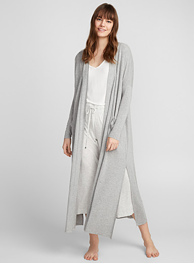 Long minimalist robe