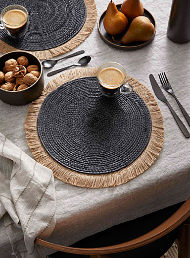 Fringed straw placemat
