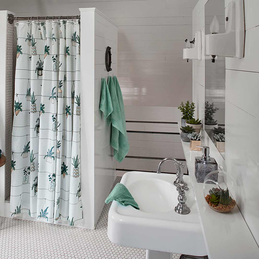 Shop Shower Curtains Online in Canada | Simons