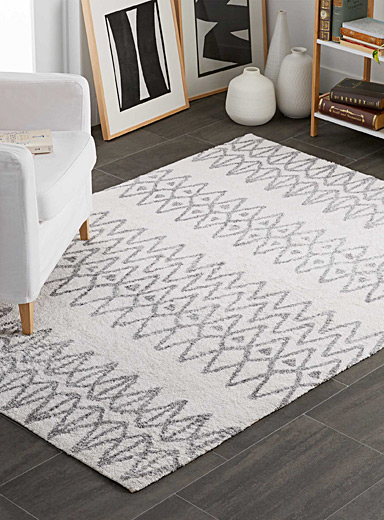Drawn diamond rug