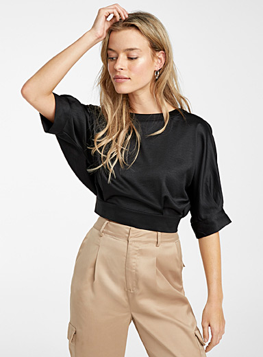 Back-slit satiny blouse