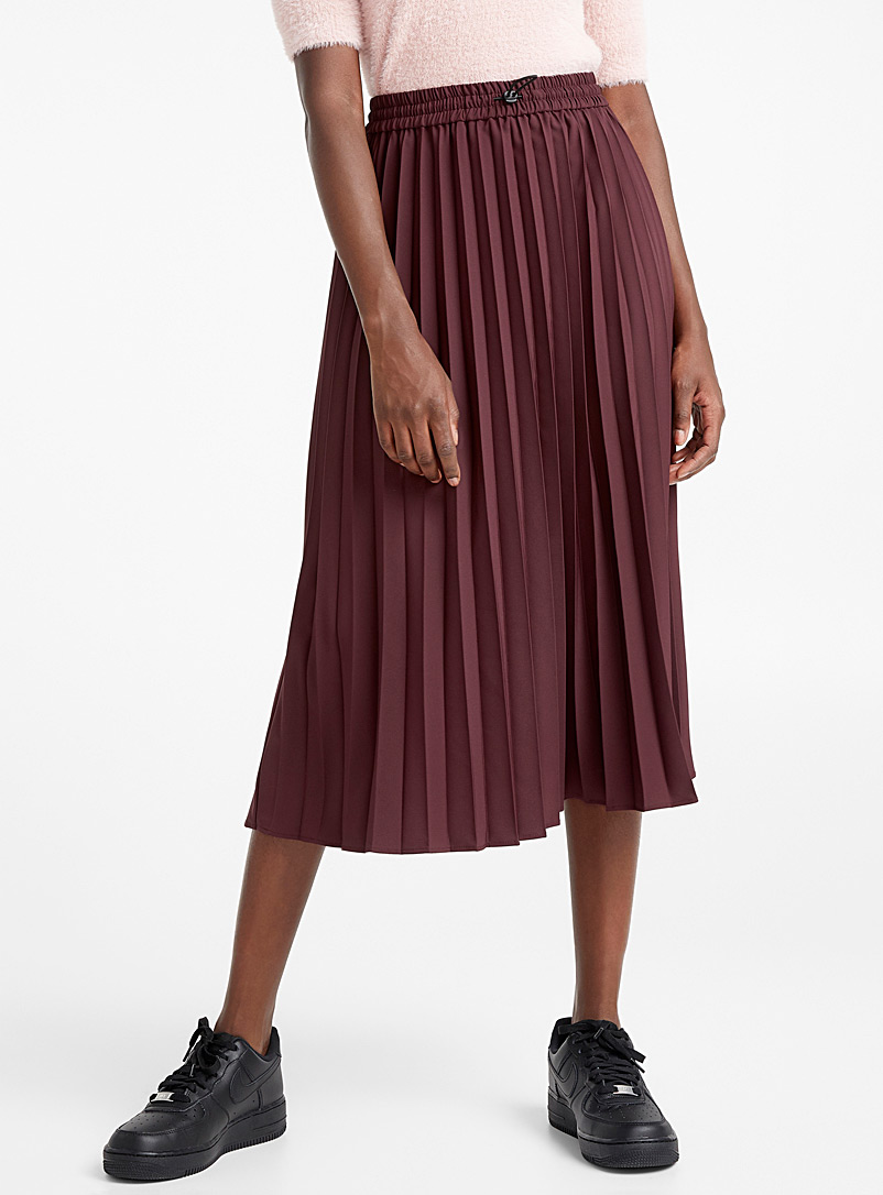 toggle-drawstring-pleated-skirt