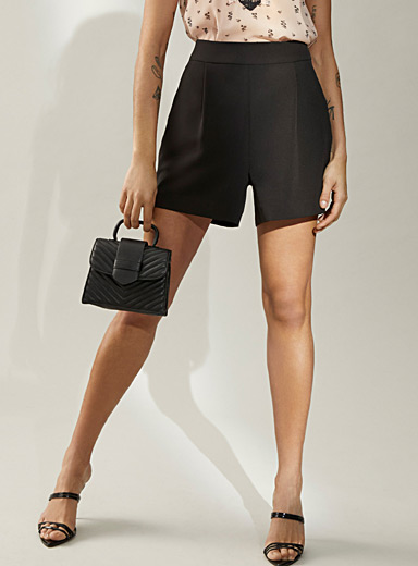 Stretch crepe pleated short