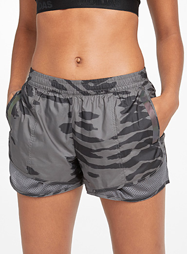 Le short zébrures et filet M20