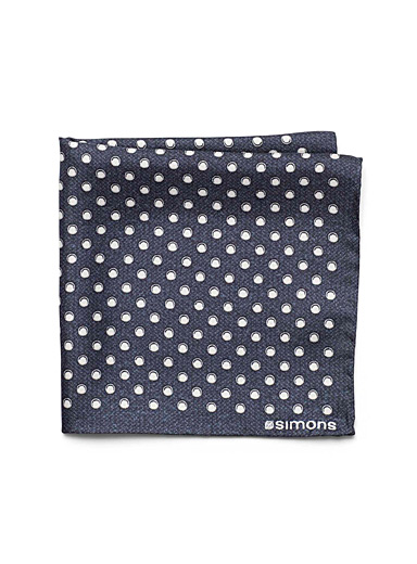 Contrast bubble pocket square