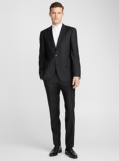 Dark black suit <br>Slim fit