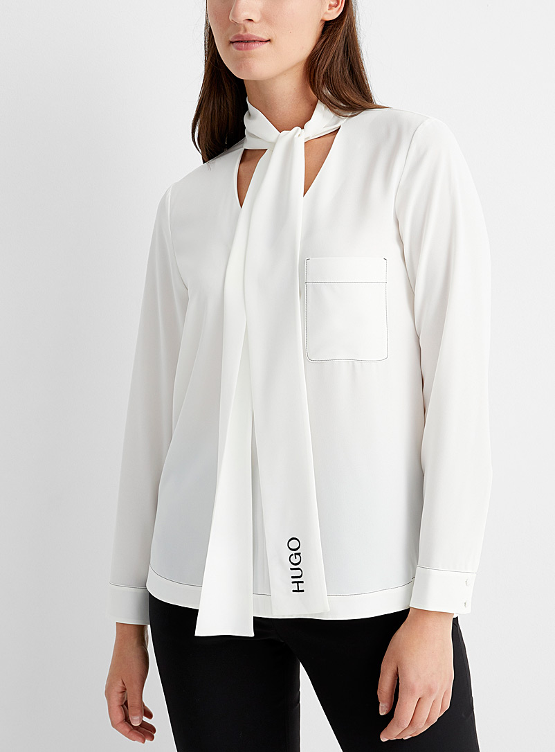 La blouse col cravate Cinona
