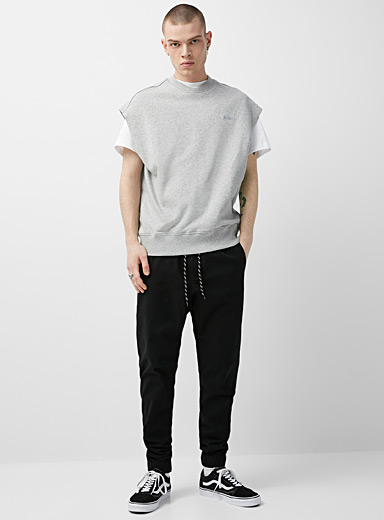 Lira Black Weekend jogger for men
