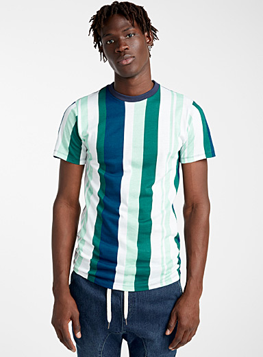 Le t-shirt rayures verticales