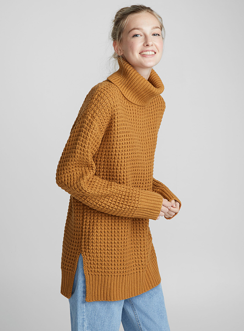 Long waffle-knit turtleneck - Sweaters - Honey