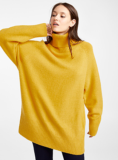 Le pull tunique col roulé