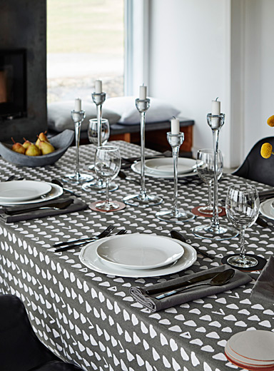 Organically shaped triangle tablecloth