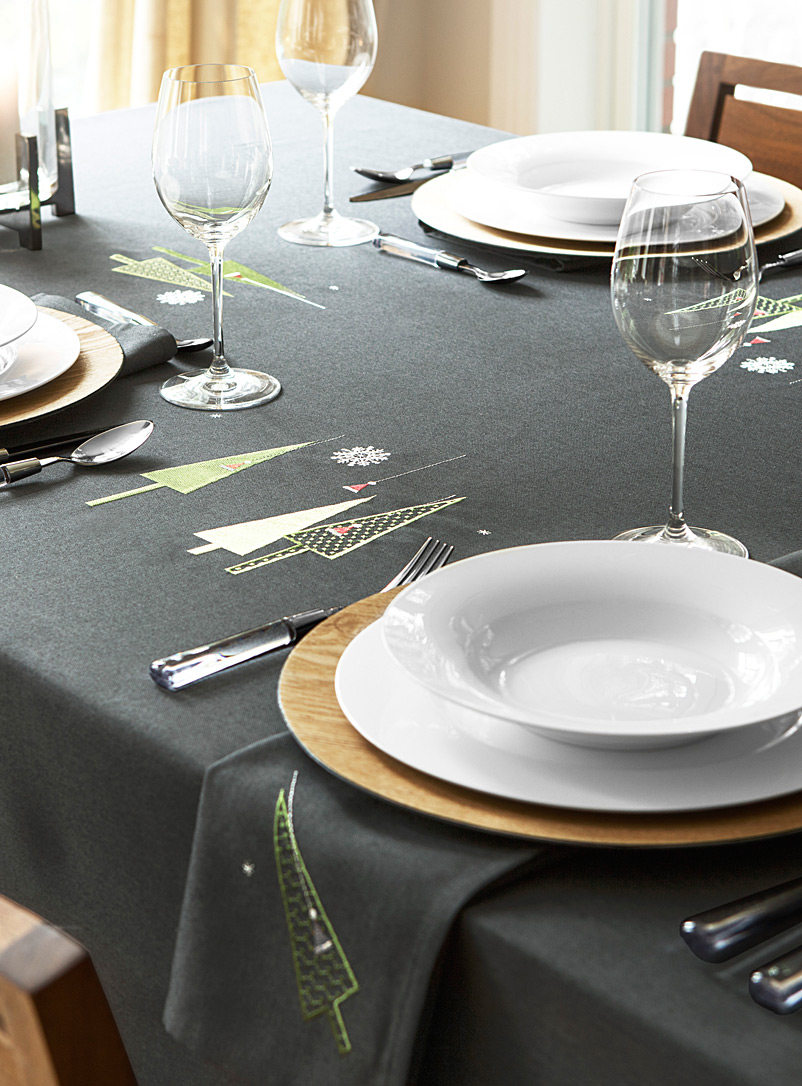 modern-christmas-tablecloth