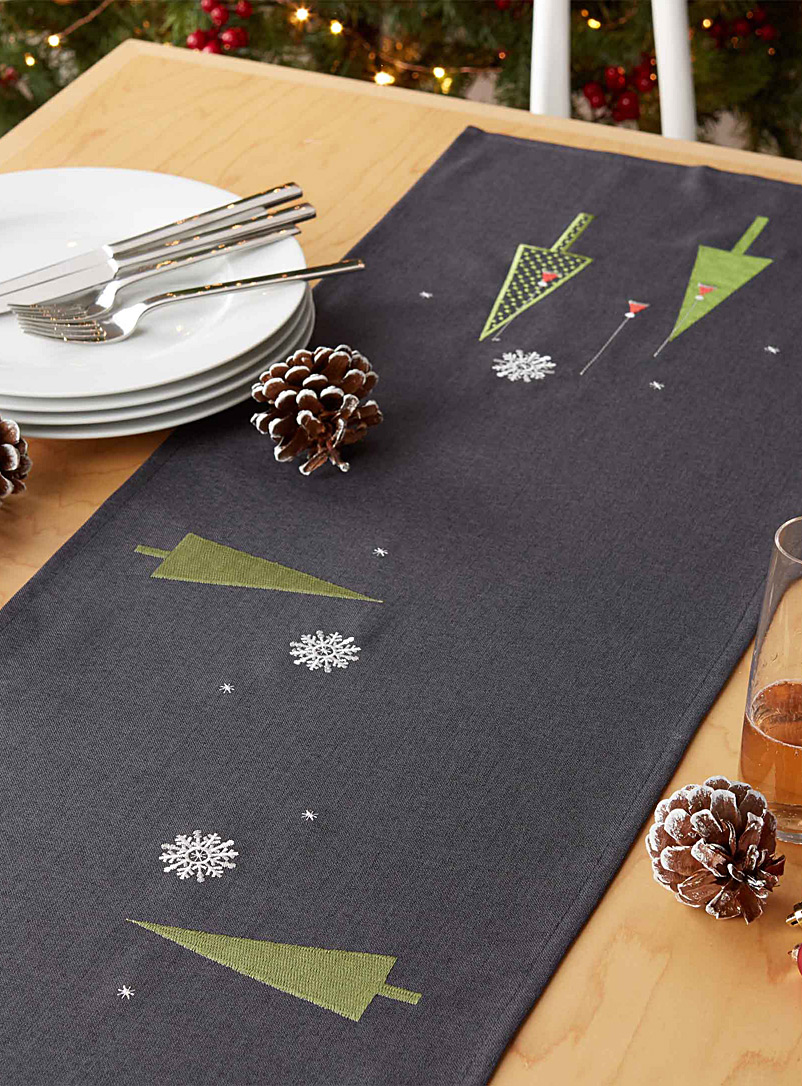 modern-christmas-table-runner-br-available-in-4-sizes