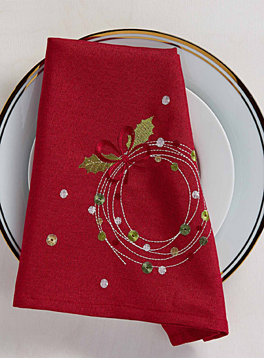 Confetti wreath embroidered napkin
