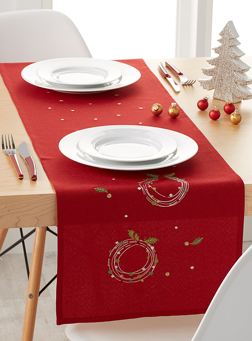 le-chemin-de-table-brode-couronnes-confettis-br-4-formats-disponibles