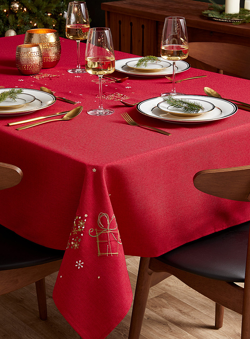 Simons Maison Patterned Red Embroidered gifts tablecloth