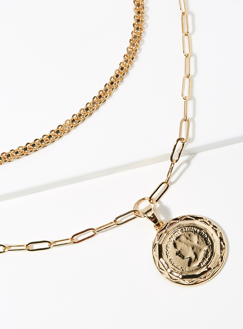 le-collier-double-a-medaille