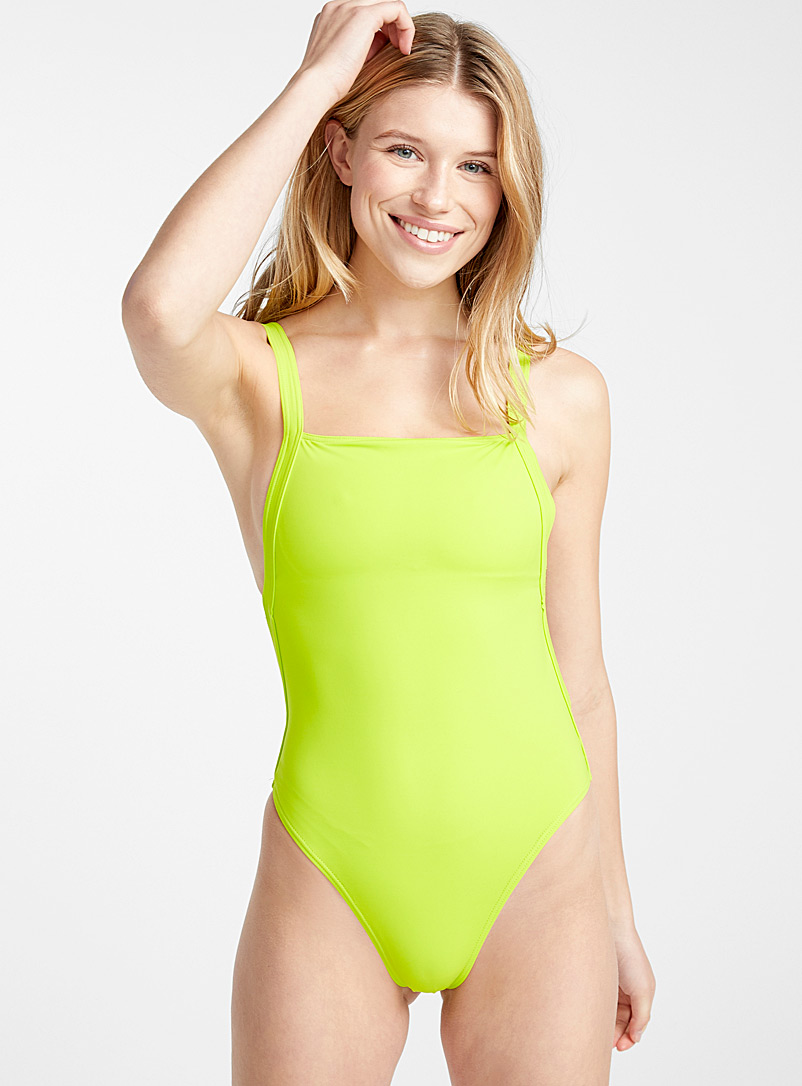 backless-straight-line-one-piece