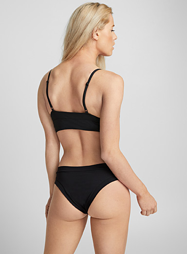 Contrasting edges brazilian bottom