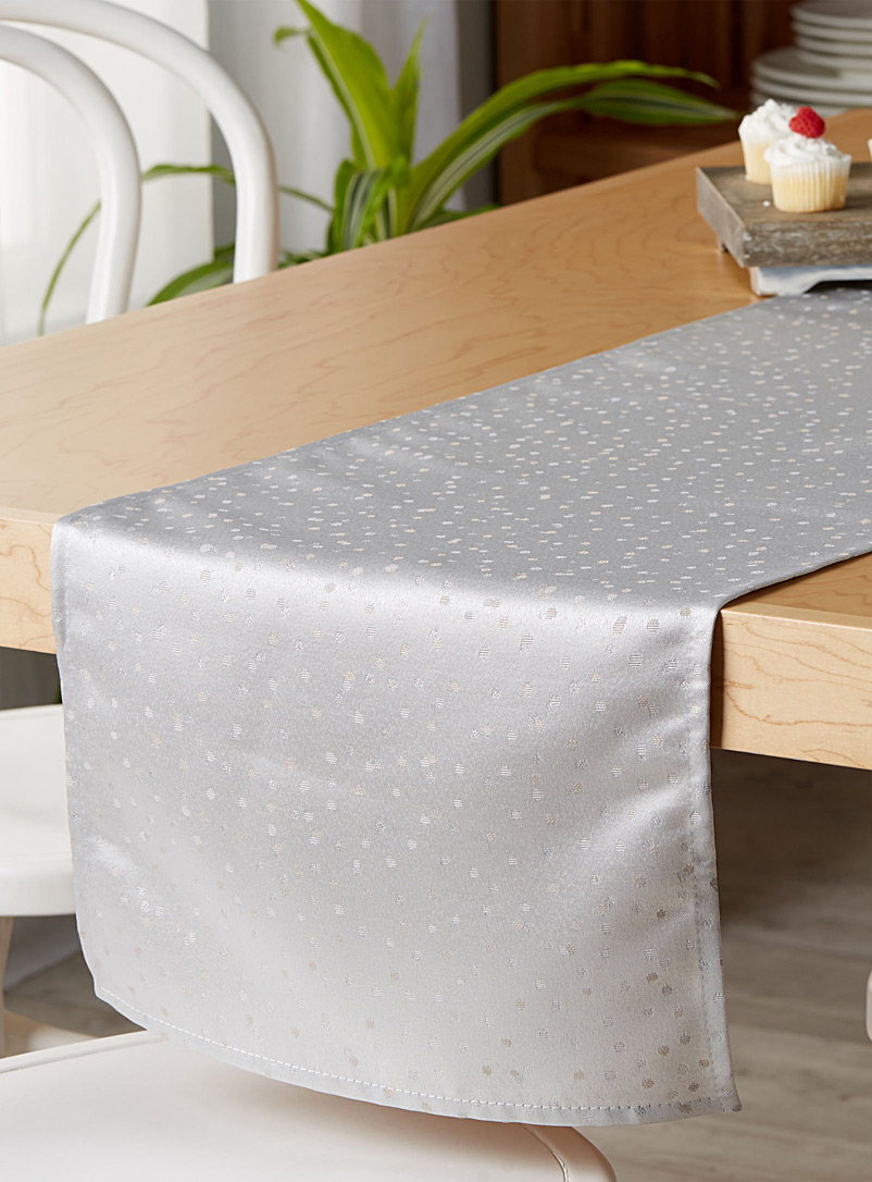 shimmery-polka-dot-table-runner-br-35-x-180-cm