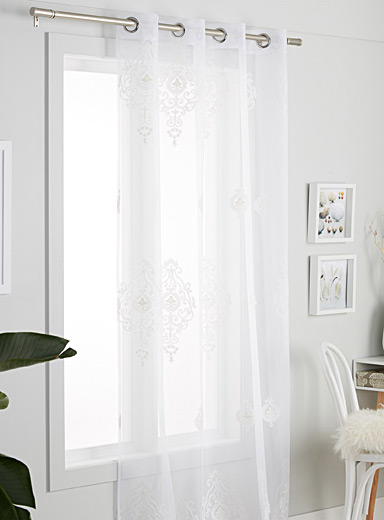 Embroidered medallion sheer curtain  140 x 220 cm