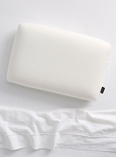 Soft memory foam pillow <br>Medium-firm support