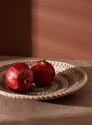 Round seagrass fruit bowl