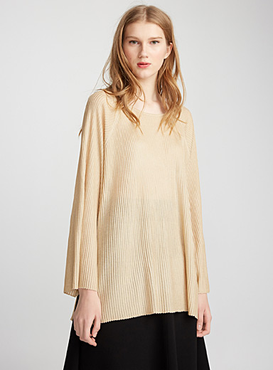 Oversized fluid sweater