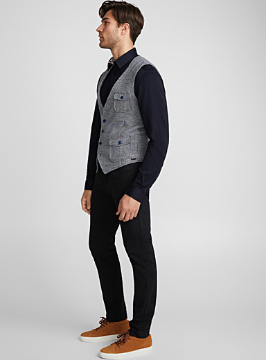 Blue-touch houndstooth vest <br>Semi-slim fit