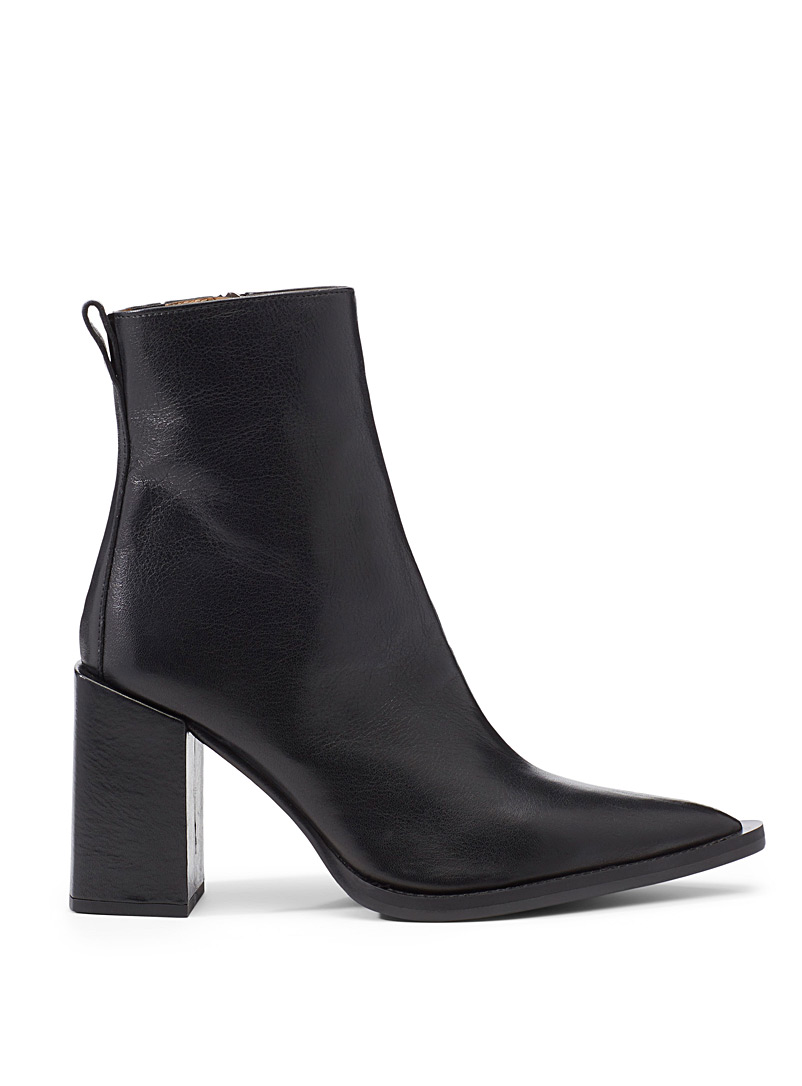 Block heel pointed boots