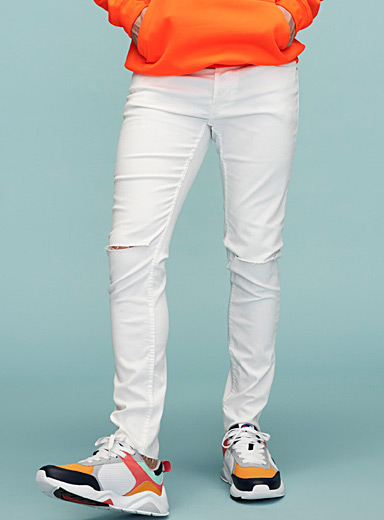 Ripped knee white jean <br>Skinny fit