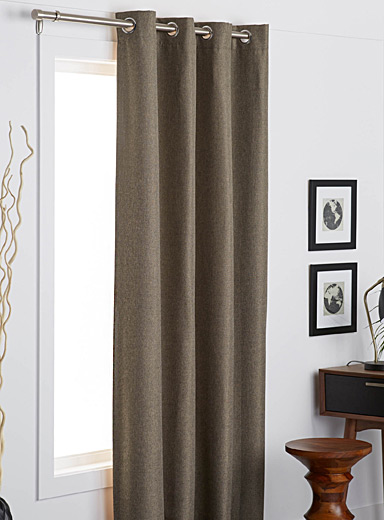 Tone-on-tone woven blackout curtain  140 x 220 cm