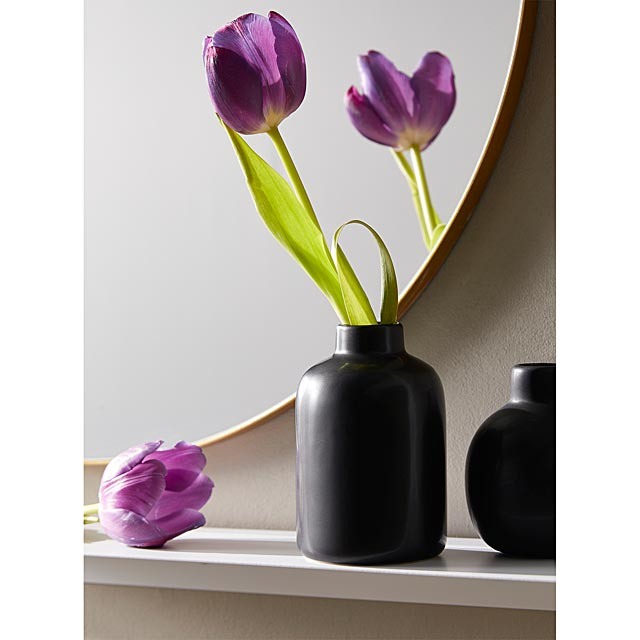 black-tea-infusion-ceramic-vase
