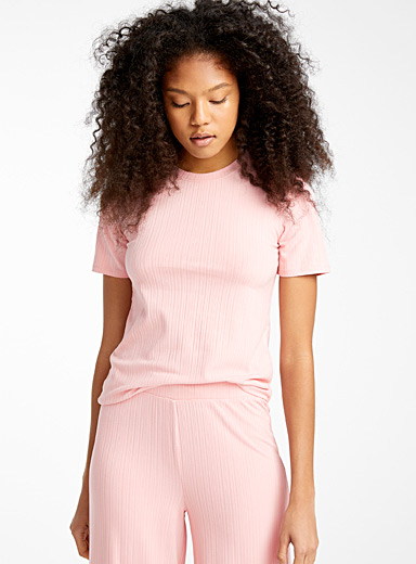 Finely ribbed tee