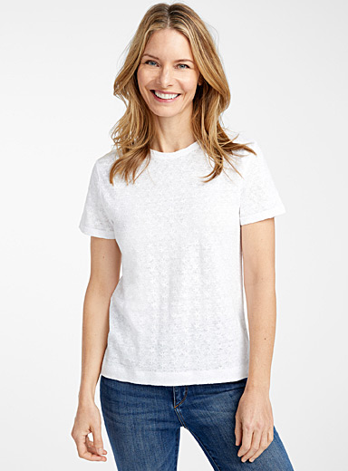 Embroidered flowers linen tee