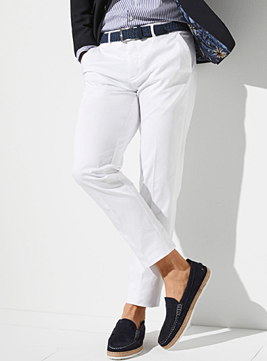 Le chino extensible pastel  Coupe Stockholm - Ajustée