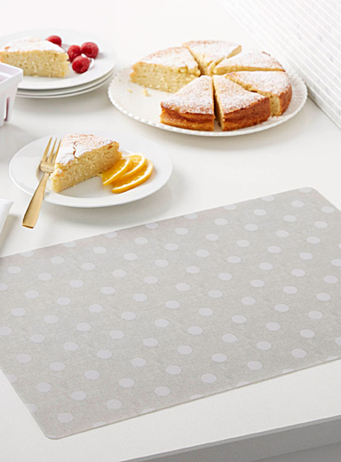 Soft dot vinyl place mat
