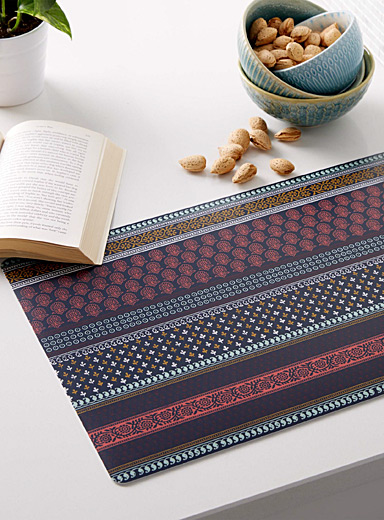 Ornamental stripe vinyl placemat
