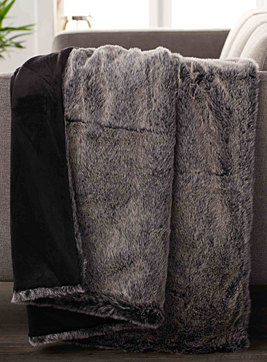 Natural faux-fur throw  130 x 150 cm