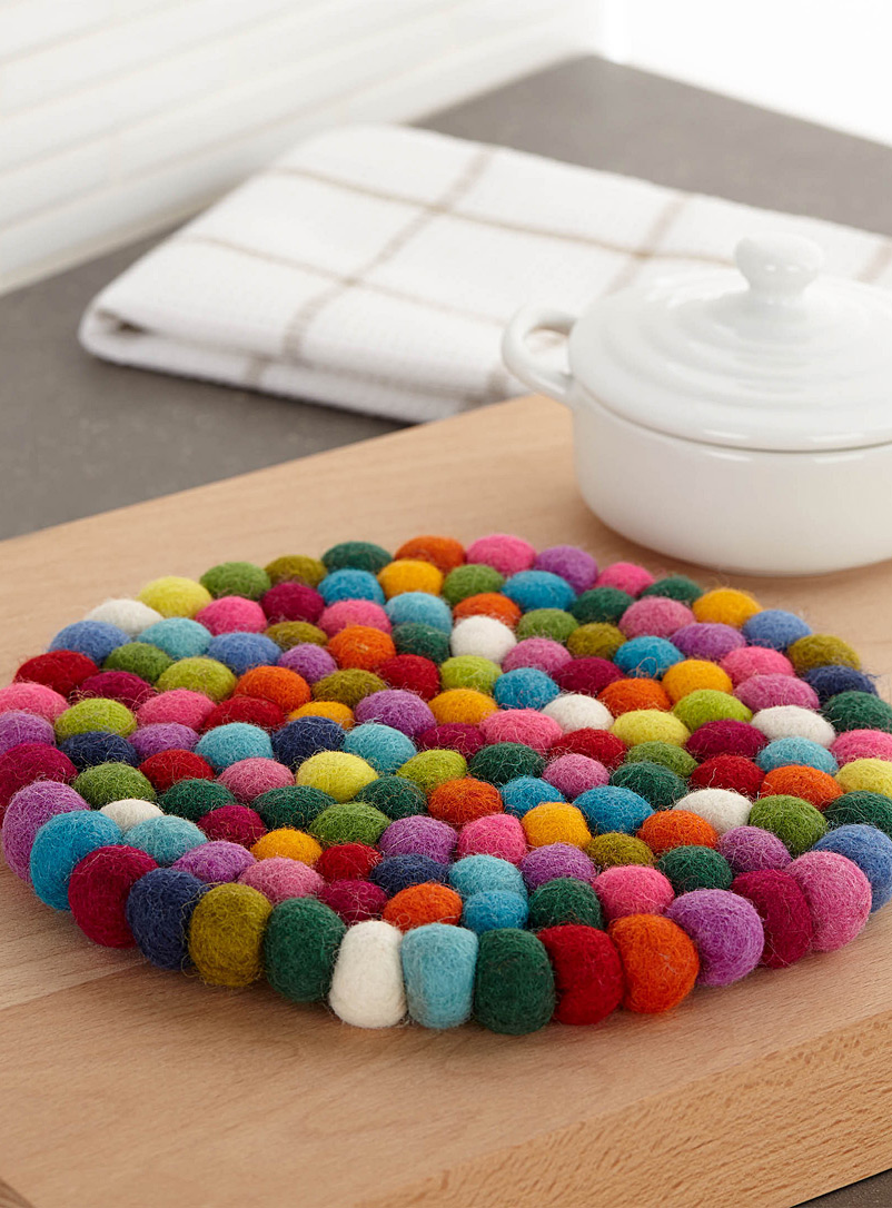 Wool pompom trivet  20 cm, round shape - Trivets & Coasters - Assorted
