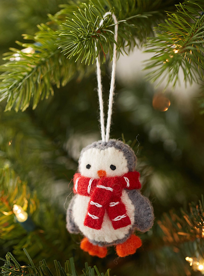 bundled-up-penguin-felt-ornament