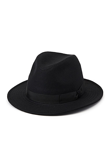Essential solid fedora