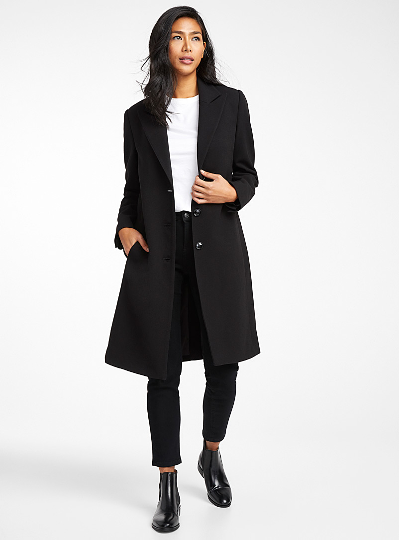 Tailored-collar three-button overcoat