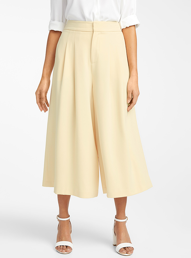 Contemporaine Light Yellow Fluid pleated culottes for women