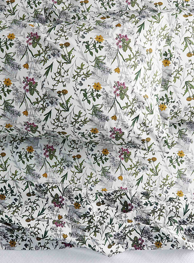 Simons Maison Assorted Drawn flower percale plus sheet 200 thread count  Fits mattresses up to 15 in.