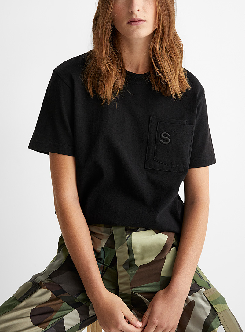 Sacai Black Embroidered S double pocket T-shirt for women